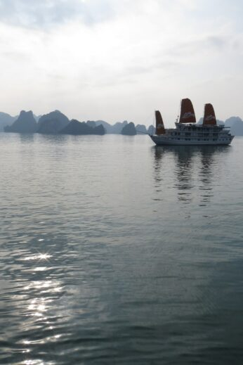 The suns going down at Halong Bay