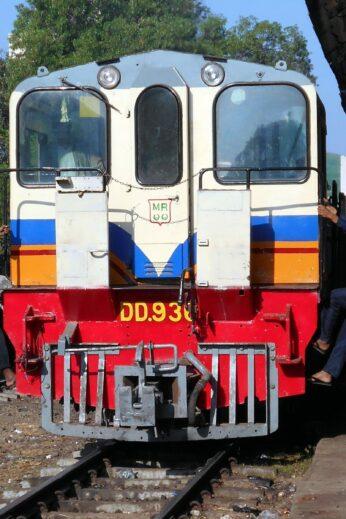 The slow train - InsideBurma Tours