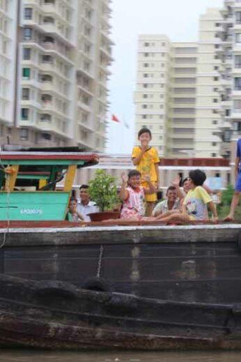 A friendly family on the Saigon River