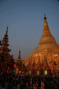 Visit in the evening to enjoy Shwedagon's buzzing atmosphere.