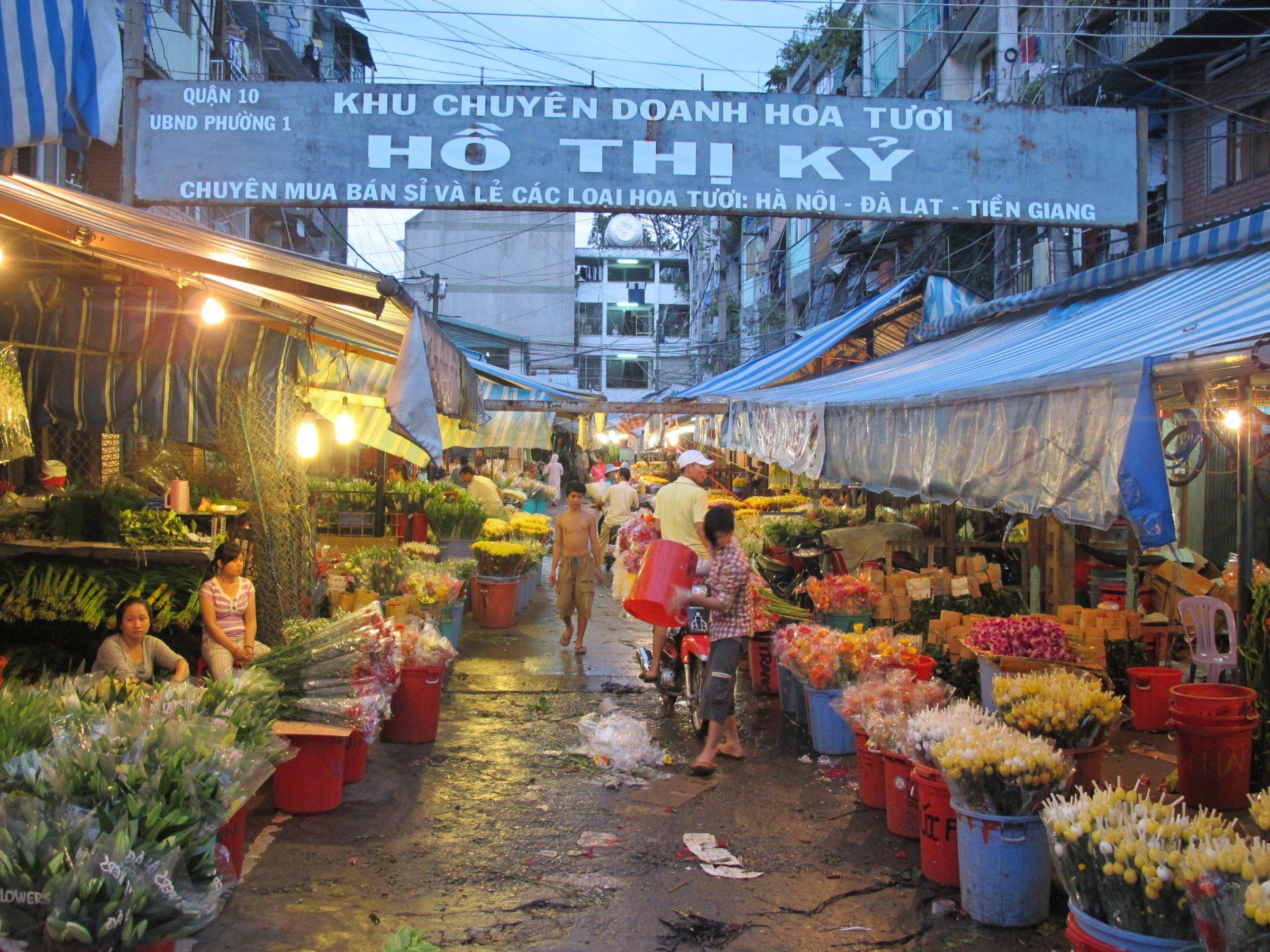 Morning flower market 6