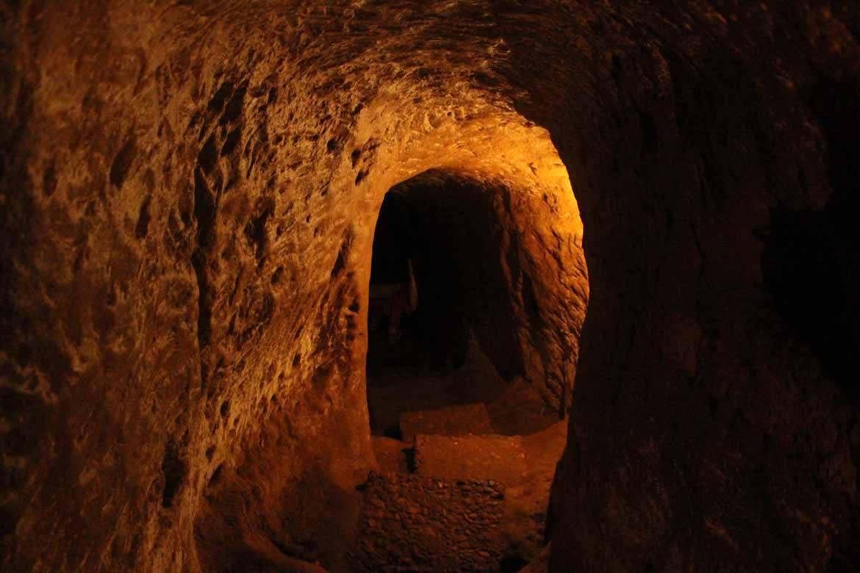 Inside the Vinh Moc passages