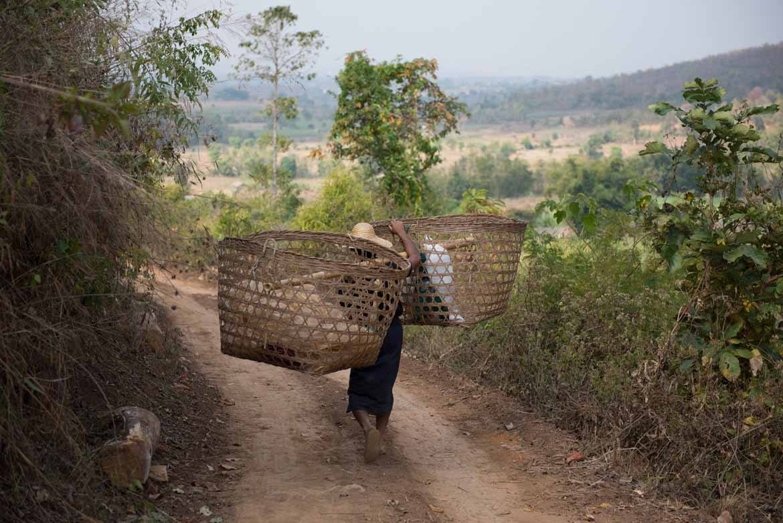 Trekking to Hti Ne (© Alex Shaw)