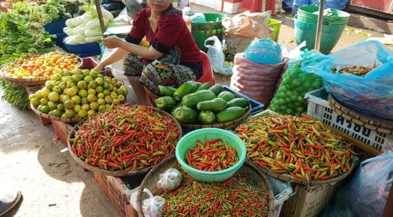 Food in Laos, market