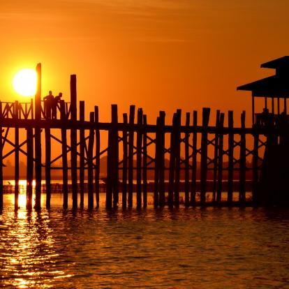 Sunset over the U-bein bridge