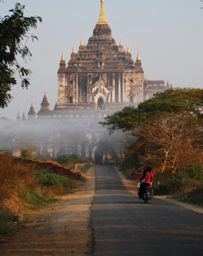 Road to Bagan pagoda